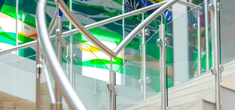 Niro-Glas-Gelaender_Orion-Leuchten_Metallbau-Strehwitzer