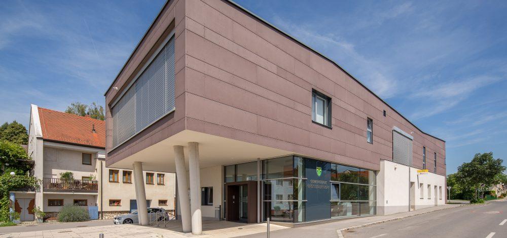 Gemeindeamt_Aluglasfassade-Eingangsbereich_Referenz_Metallbau-Strehwitzer