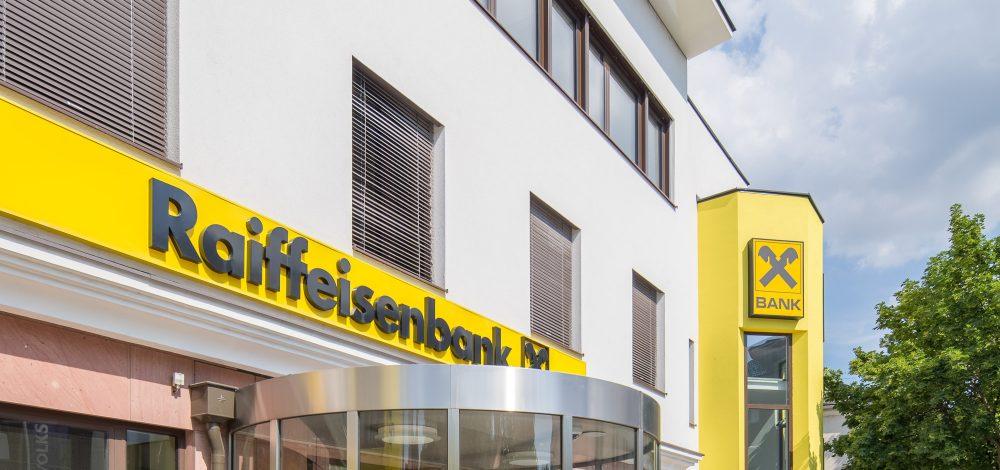 Niro-Glas-Eingangsfassade_Raiffeisen_Niederoesterreich_Referenz_Metallbau-Strehwitzer