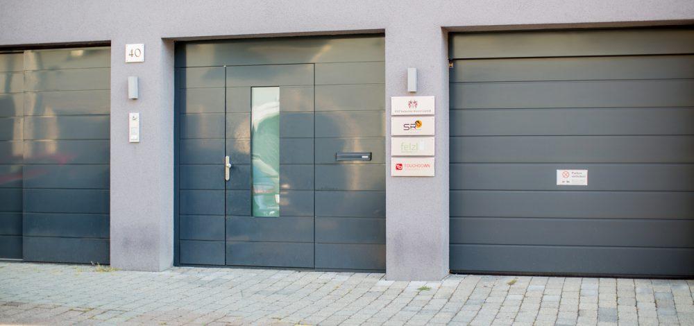 Referenzen Portale/Türen/Fenster - Metallbau Strehwitzer